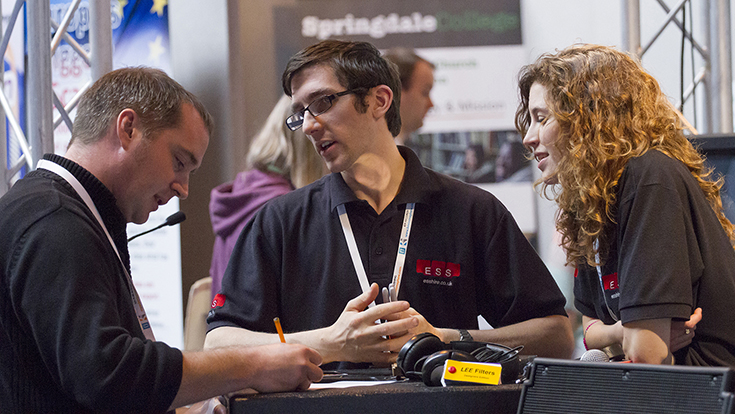 Photo of exhibitors at CRE 2016